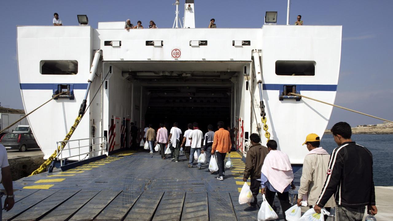 """""""Лекари без граници"""" осъди конфискуването в Италия на кораб за спасяване на мигранти"""