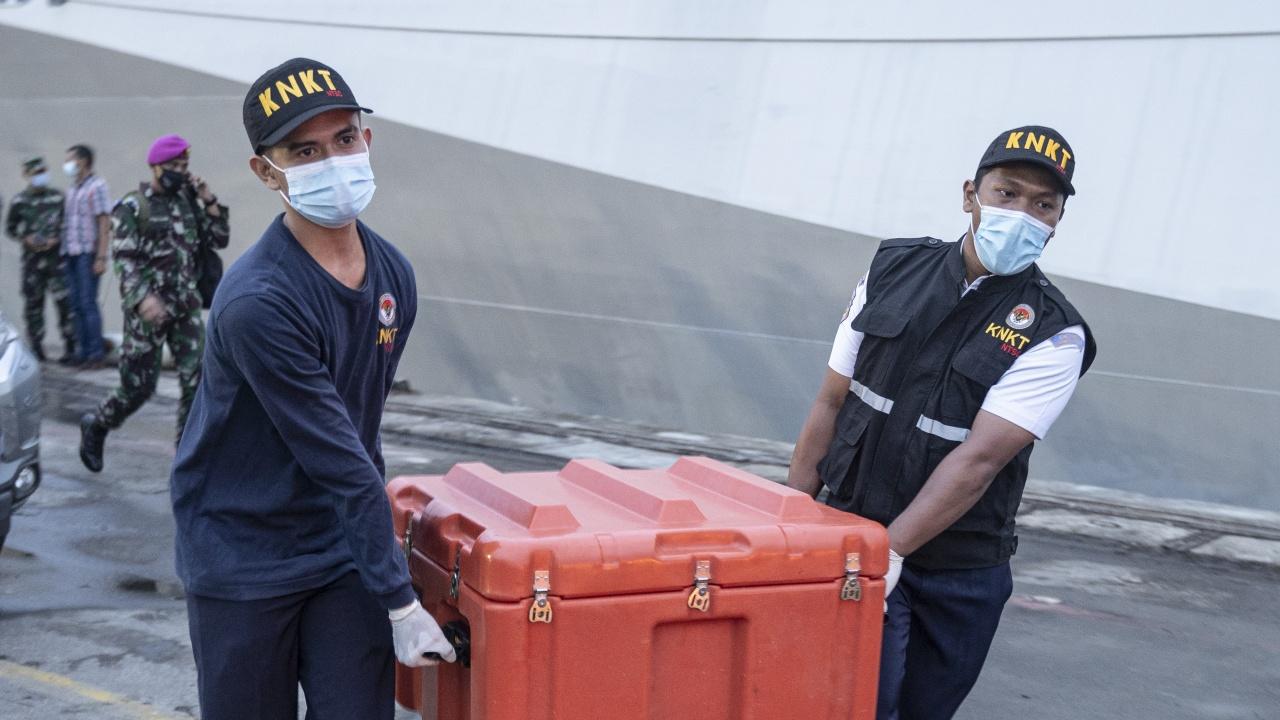 Откриха черната кутия на катастрофиралия през уикенда филипински самолет