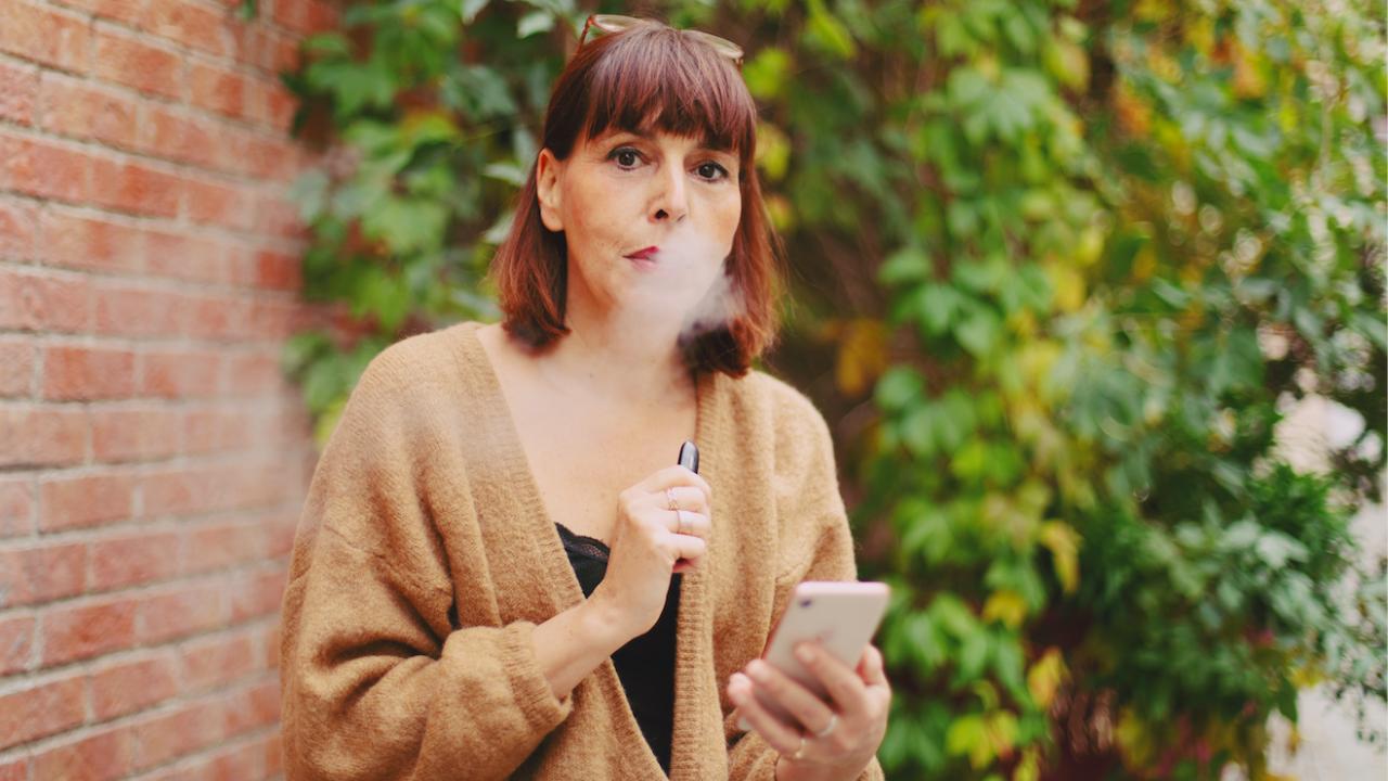 80 процента от пушачите, преминали към електронни цигари, спират да пушат напълно