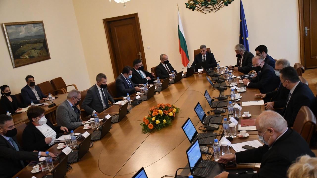"""ВАС: Решението на служебния кабинет за """"черни списъци"""" по """"Магнитски"""" не може да се изпълнява"""
