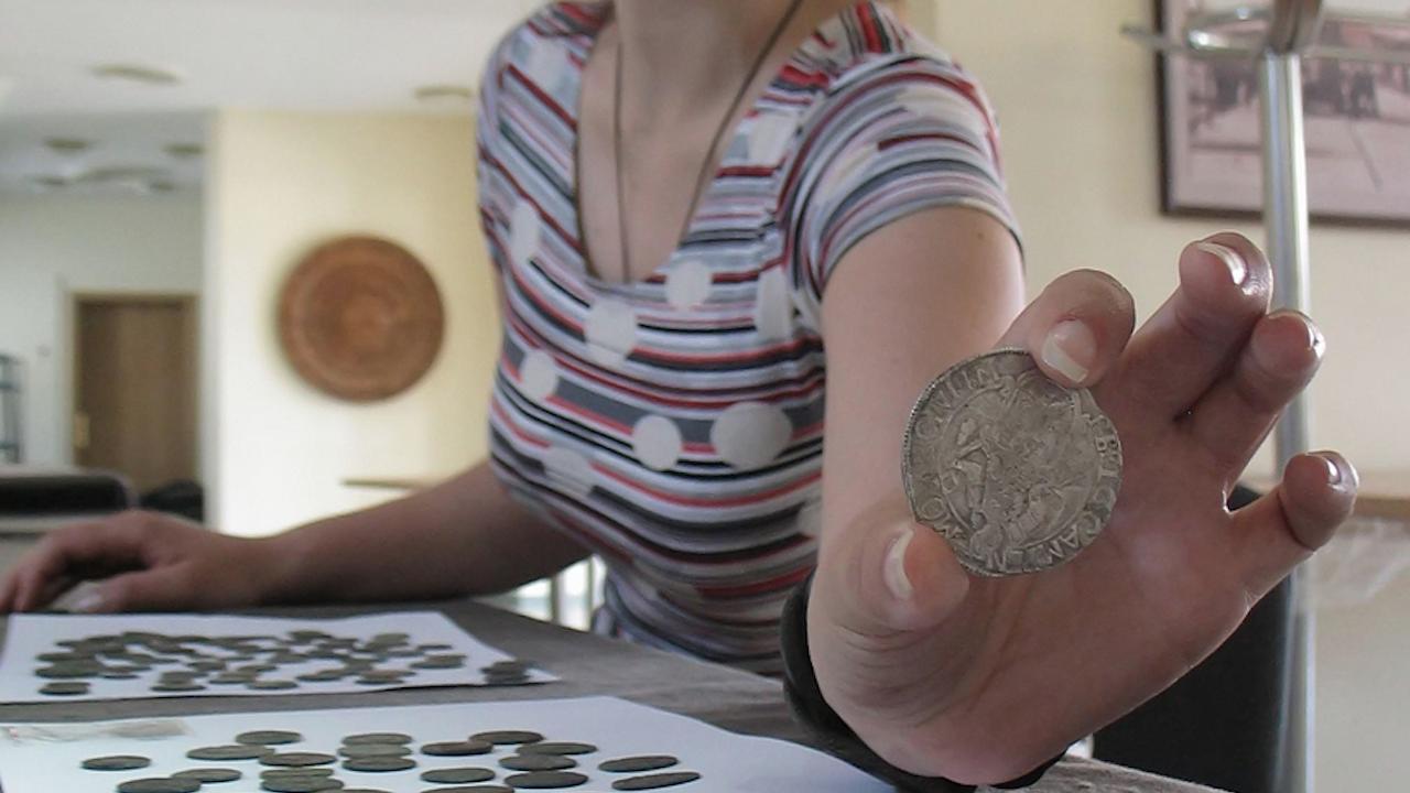 Пренасят антични монети смесени със стотинки