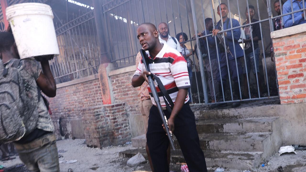 Убиха част от предполагаемите нападатели на президента на Хаити, арестуваха други