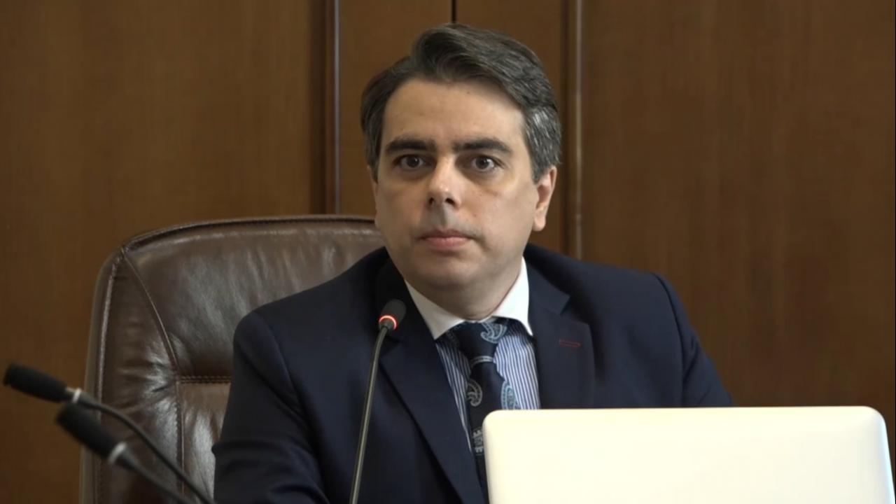 """Асен Василев възмутен от безконтролното харчене на държавни пари, дава договори на """"Автомагистрали"""" на прокуратурата"""