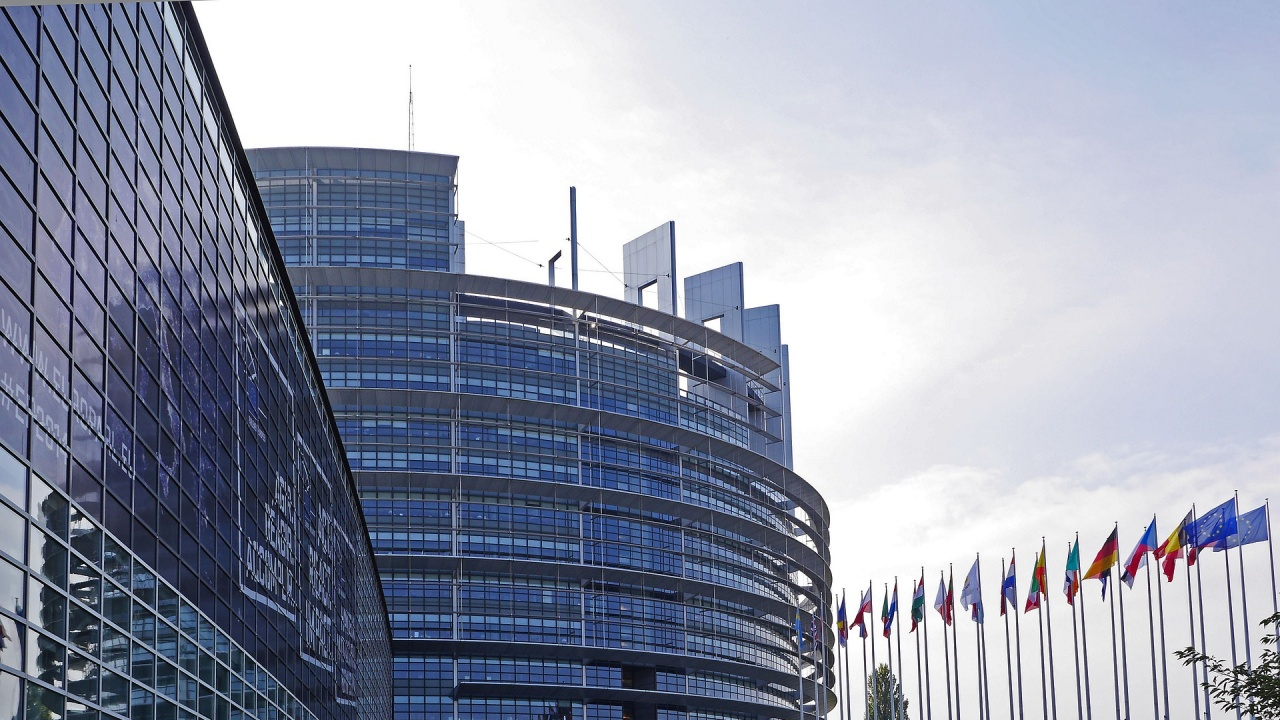 ЕП призова корупцията да бъде включена сред причините за налагане на евросанкции