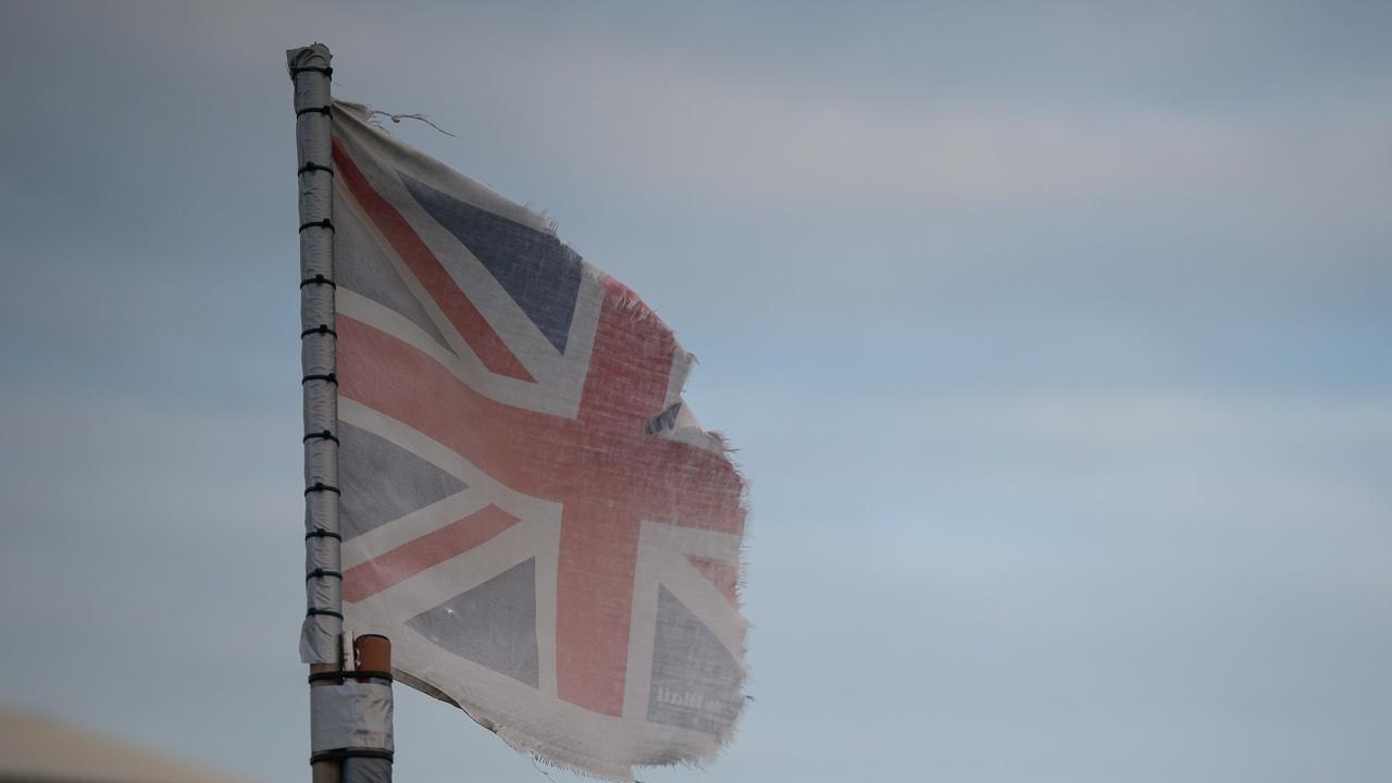 Гардиън: Великобритания е в историческа криза