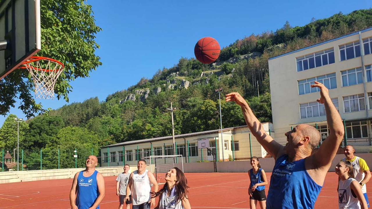 Със стрийтбол игра стартира денят на Цветанов и Републиканци за България- Велико Търново