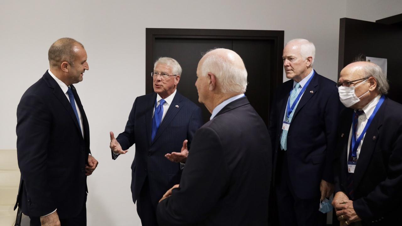 """Радев обсъди санкциите по """"Магнитски"""" с представители на Американския Конгрес в рамките на """"Три морета"""""""