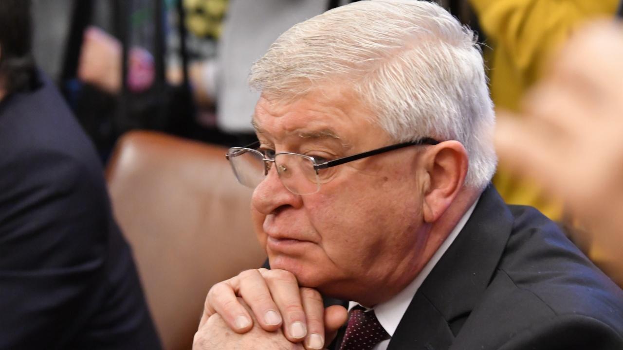Бившият здравен министър Кирил Ананиев поръчал китайски респиратори на тройни цени?