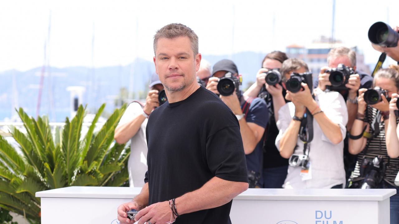 Мат Деймън раздава автографи на кинофестивала в Кан