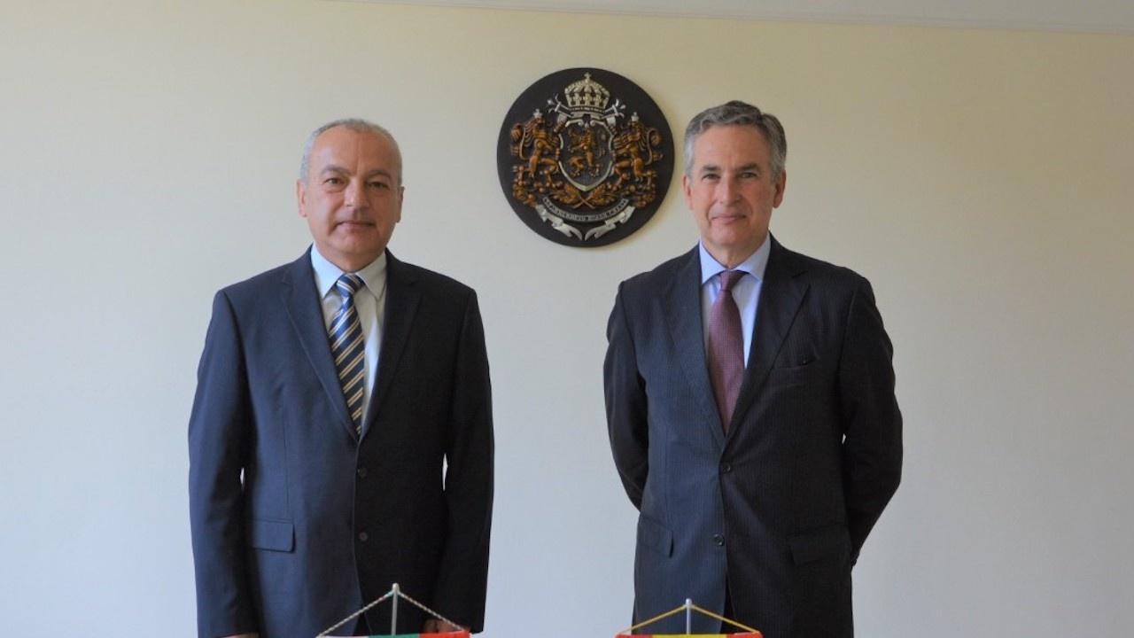 Министър Донев се срещна с посланика на Кралство Испания Алехандро Поланко Мата