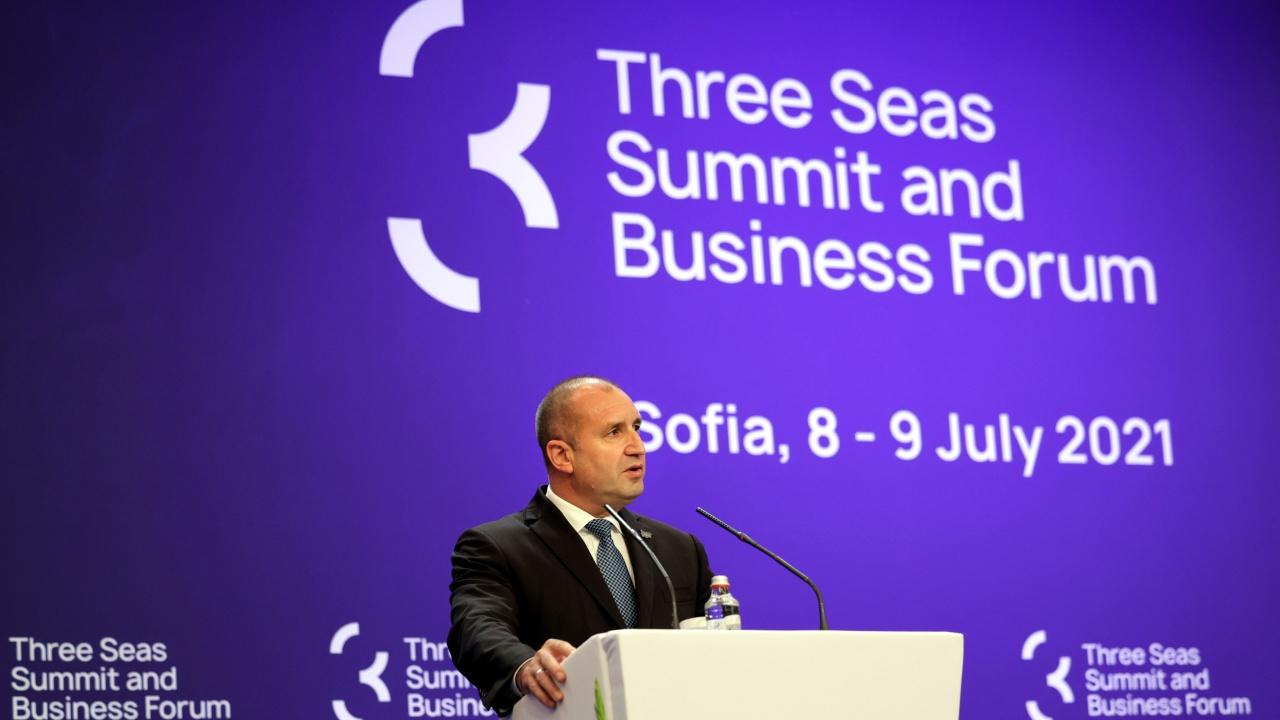 """Румен Радев: България пое домакинството на инициативата """"Три морета"""" в ключов момент"""