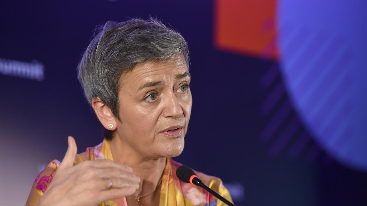 Зам.-председателят на ЕK: Забавянето на българския план за възстановяване не е проблем