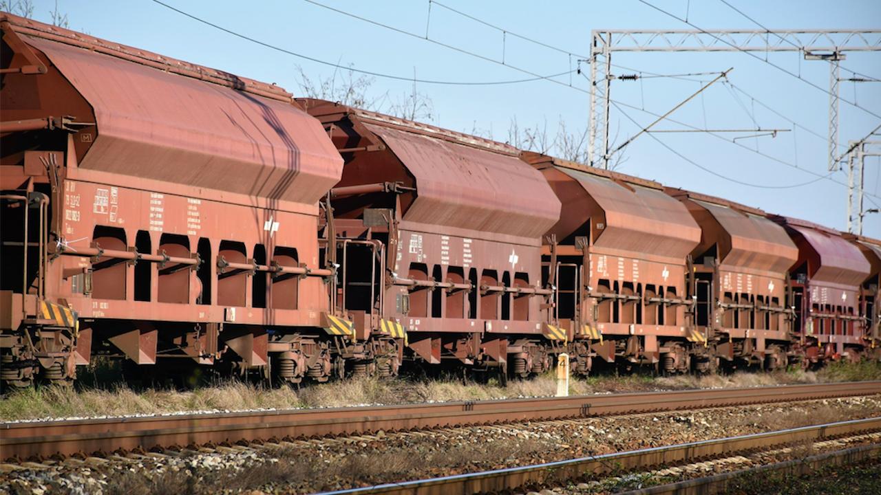 Товарен влак се запали край Елисейна