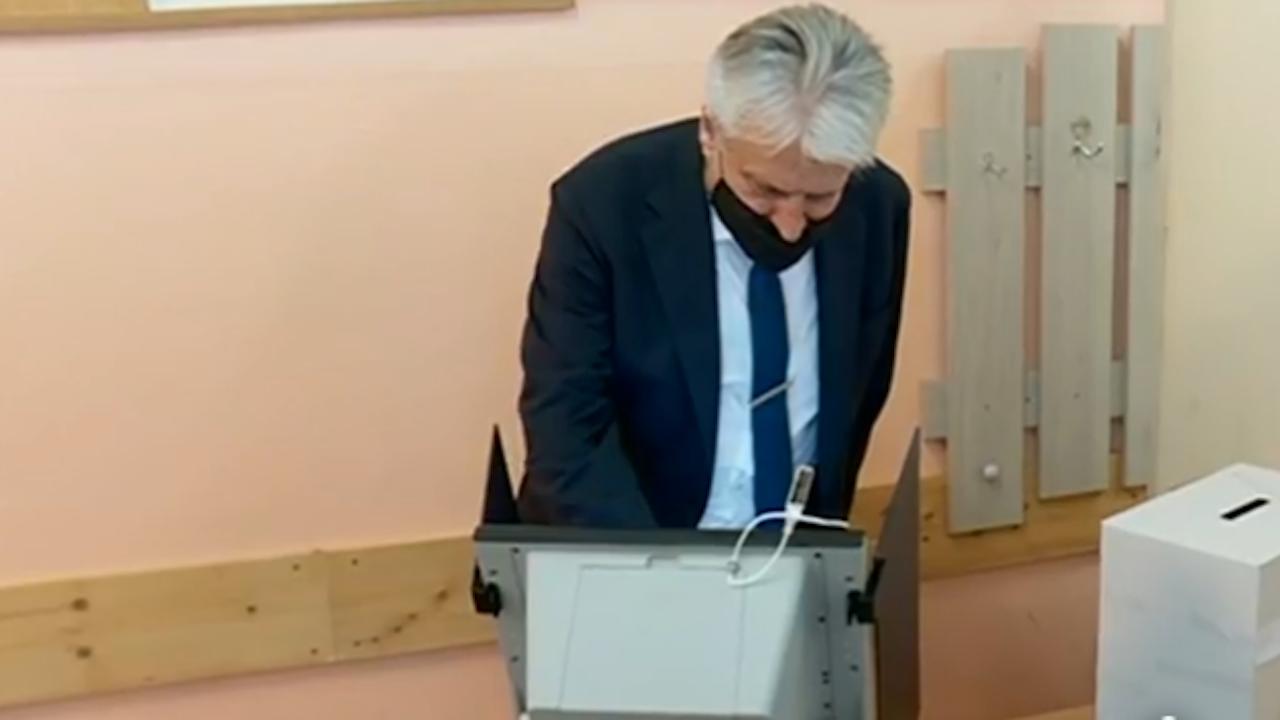 Бойко Рашков гласува, очаква промяна