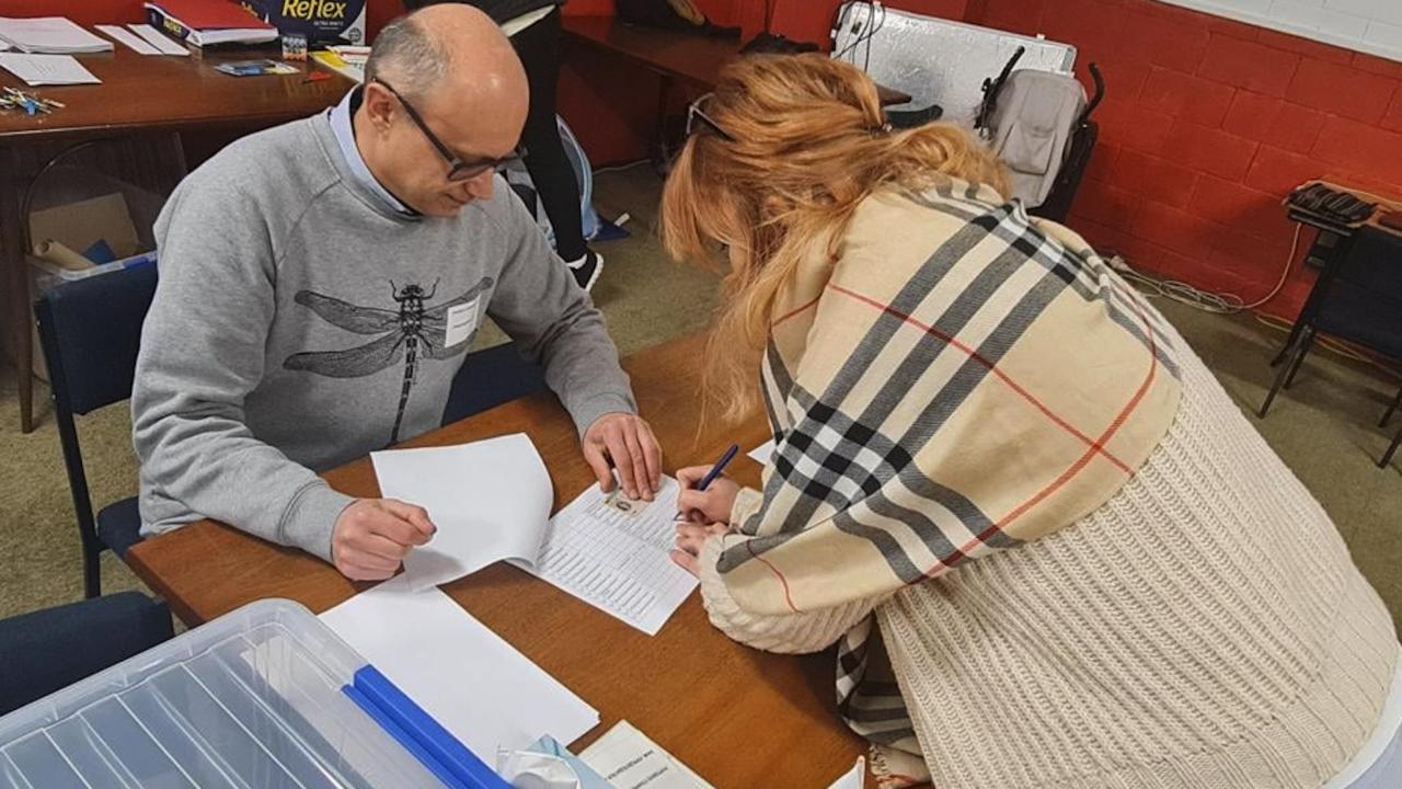 Извънредно решение на ЦИК: Декларациите за чужбина ще се приемат независимо къде са попълнени и подписани