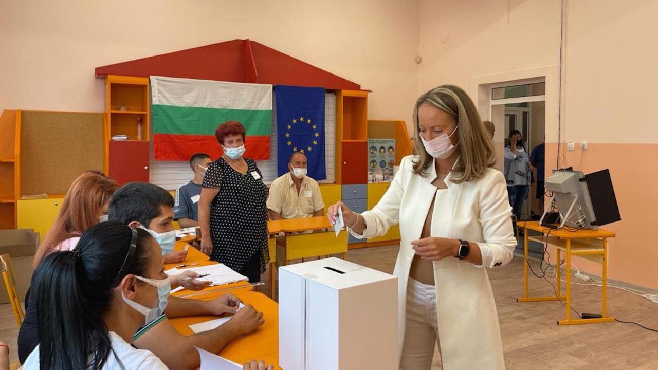 Дани Каназирева в с. Труд: Гласувах за дясно, проевропейско и демократично управление, което да върне нормалността в държавата