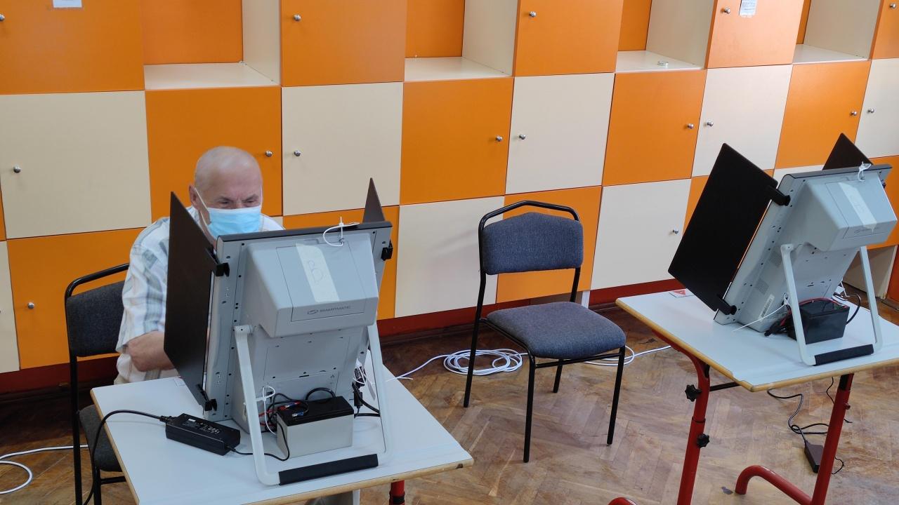 С 5 часа закъснение започна гласуването в една от секциите в Пловдив
