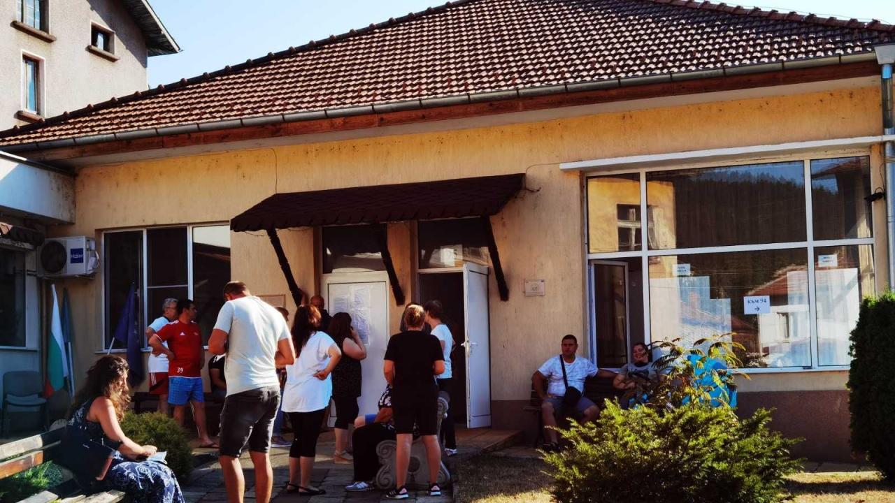 ГЕРБ-СДС със сигнал за преминаване към гласуване с хартиени бюлетини в 95 СИК, село Згориград