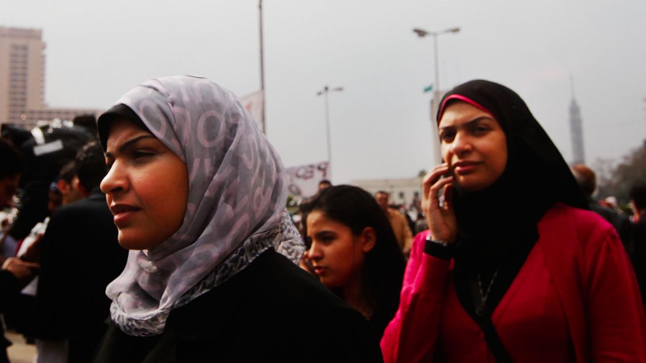 Парламентът в Египет увеличи наказанията за сексуален тормоз над жени