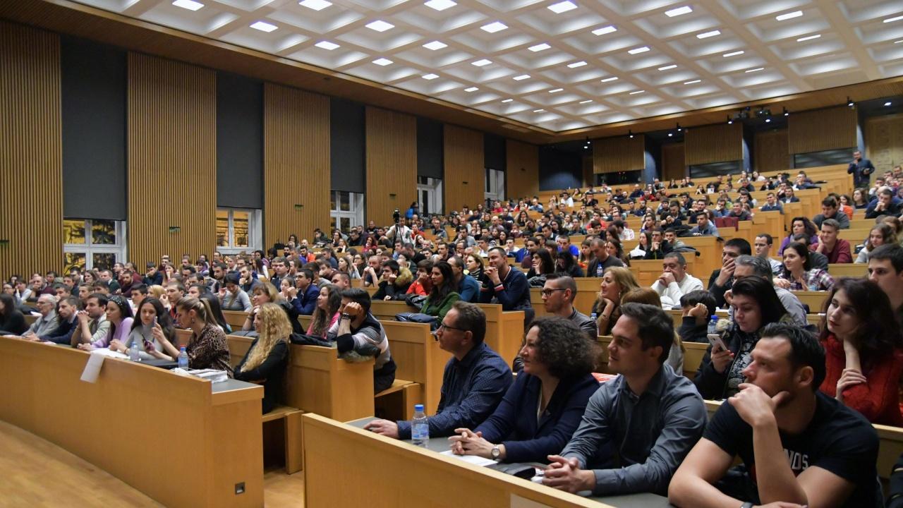 МОН предлага университетите да обучават съвместно студенти и докторантура чрез работа по проект