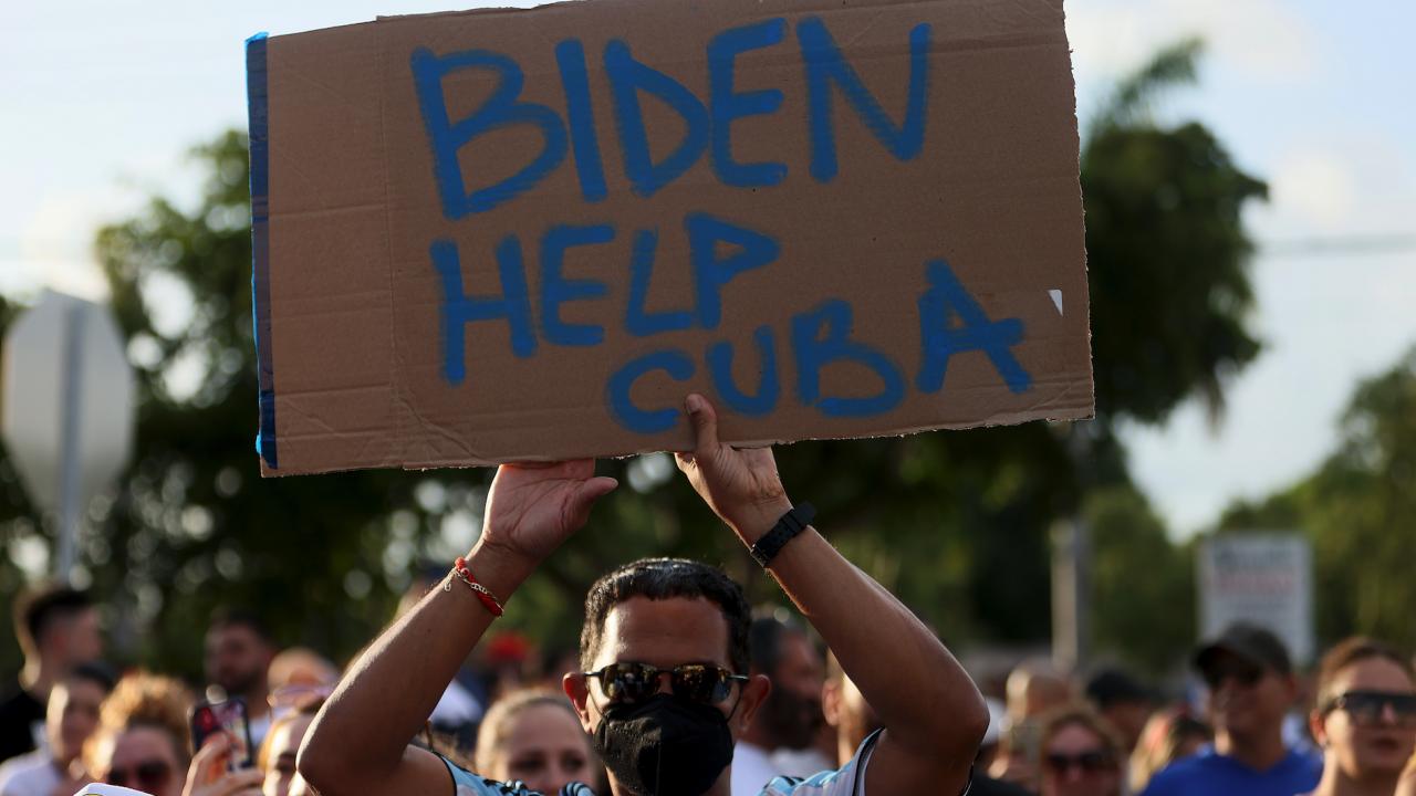 Байдън към кубинските власти: Чуйте народа си