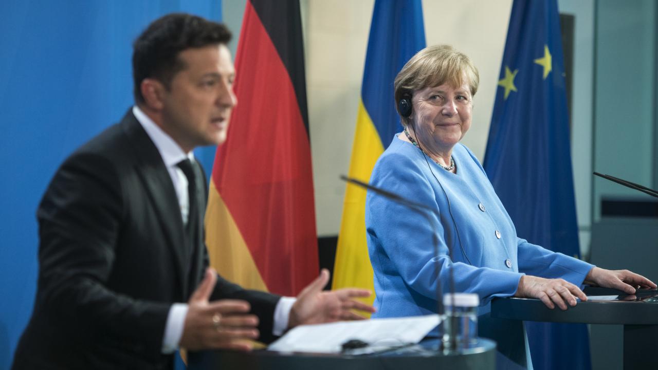 Меркел към Зеленски: Украйна ще остане транзитна за газ страна и след завършването на Северен поток 2