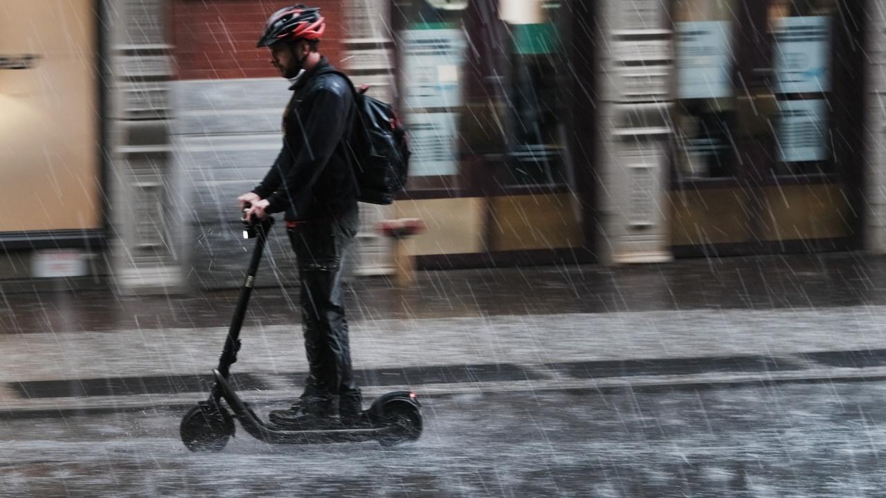 Пороен дъжд предизвика наводнения и транспортен хаос в Цюрих