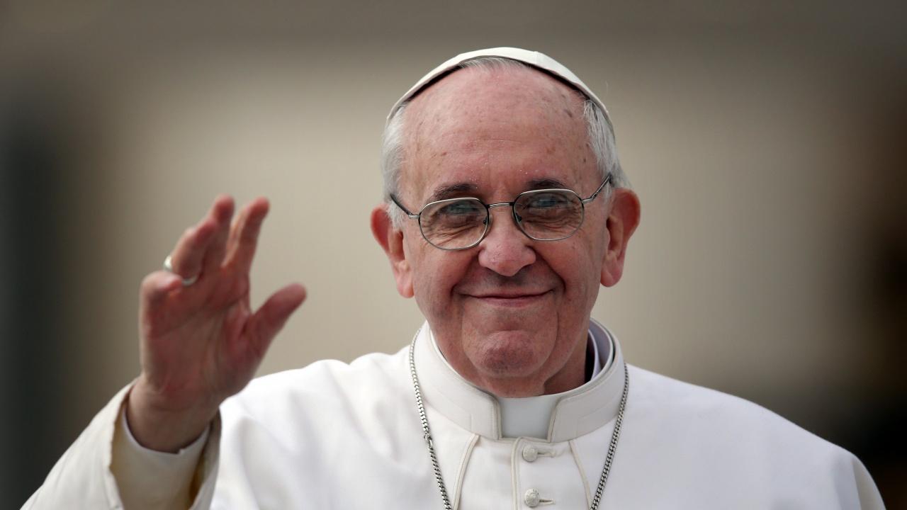 Папа Франциск беше изписан от болница 10 дни след операцията му
