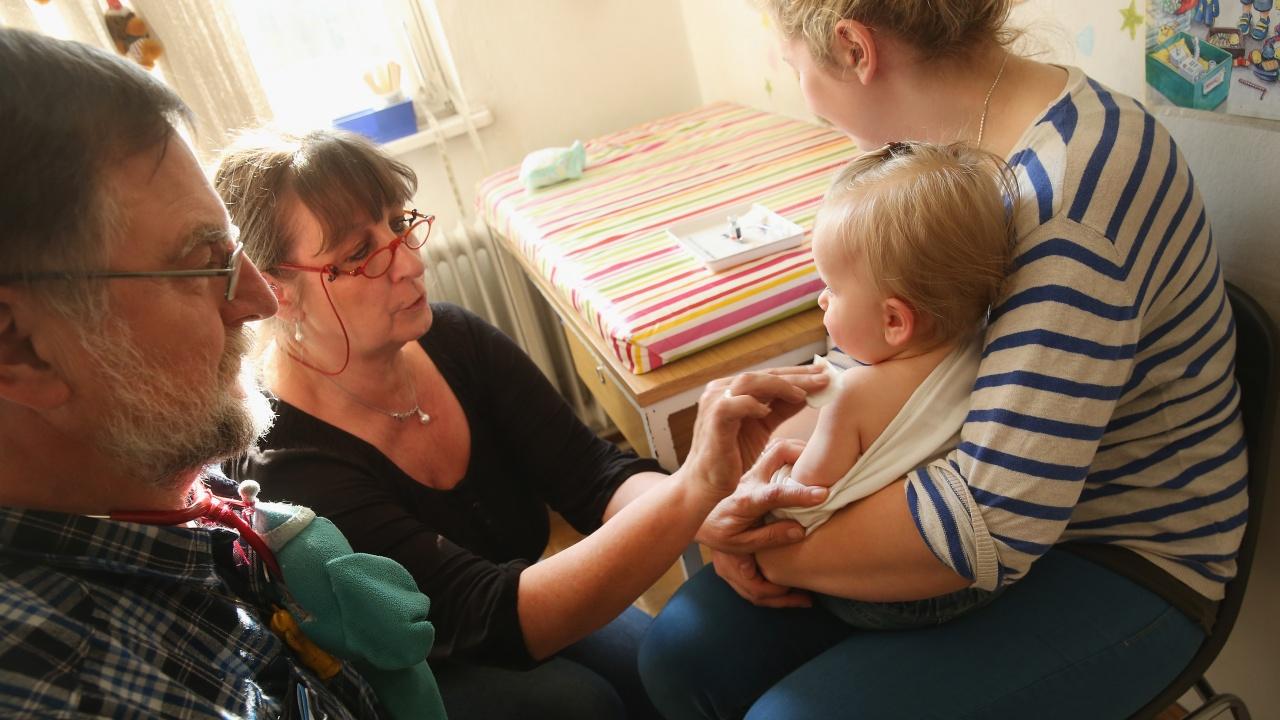 ООН алармира, че заради COVID пандемията милиони деца по света са пропуснали задължителните ваксинации