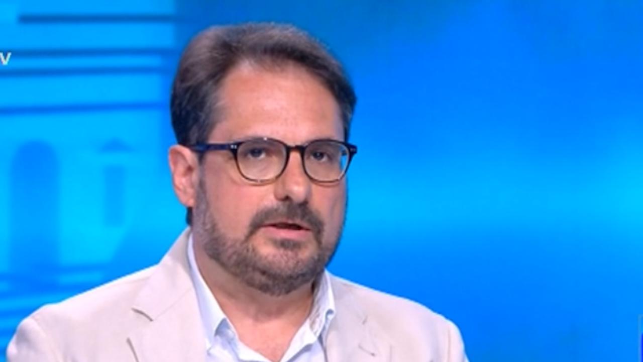 Доц. Даниел Смилов пред Novini.bg: Шансовете за съставяне на правителство и нови избори са изравнени
