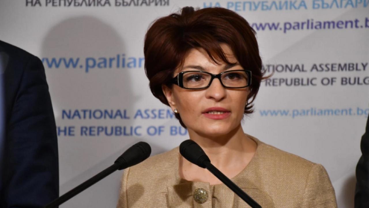 Десислава Атанасова: Служебното МЗ на Радев падна толкова ниско, че разпространява протоколи от проверки