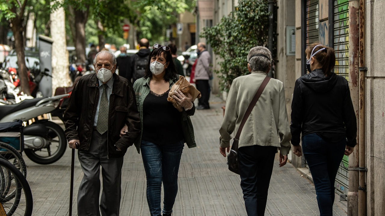 Каталуния връща полицейския час заради варианта Делта на коронавируса