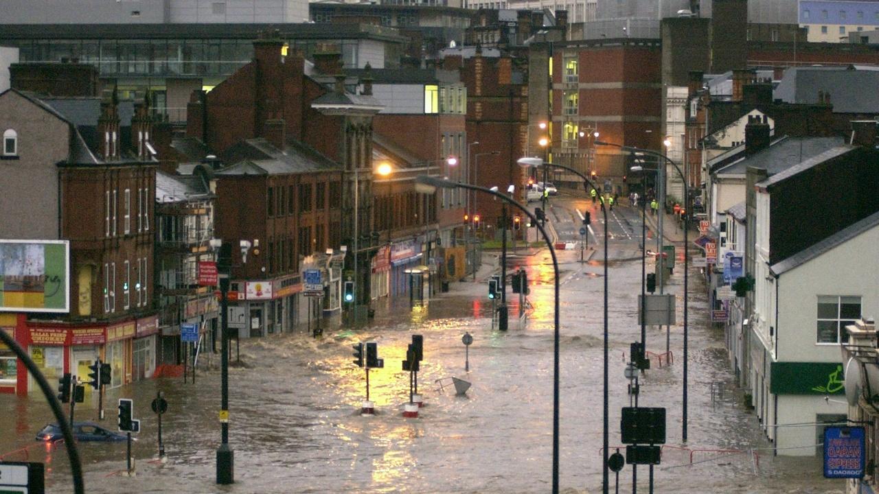 Наводнения взехи десетки жертви, разрушиха домове и блокираха транспорта в Западна Европа
