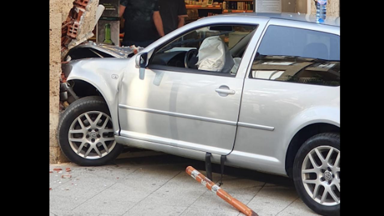 """Кола се вряза в магазин в столичния квартал """"Редута"""""""