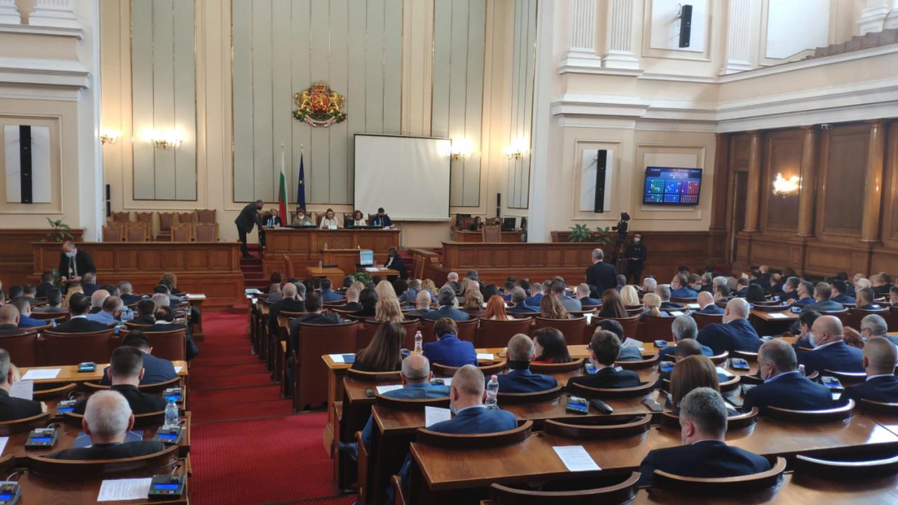 Как ще бъдат посрещнати новите депутати в сградата на Народното събрание?