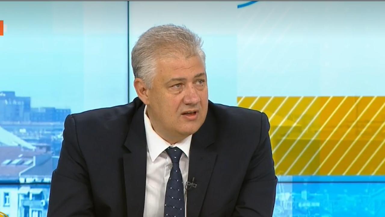Проф. Балтов отвърна на удара: Очевидно опорките на зам.-министър Петров са разклатени