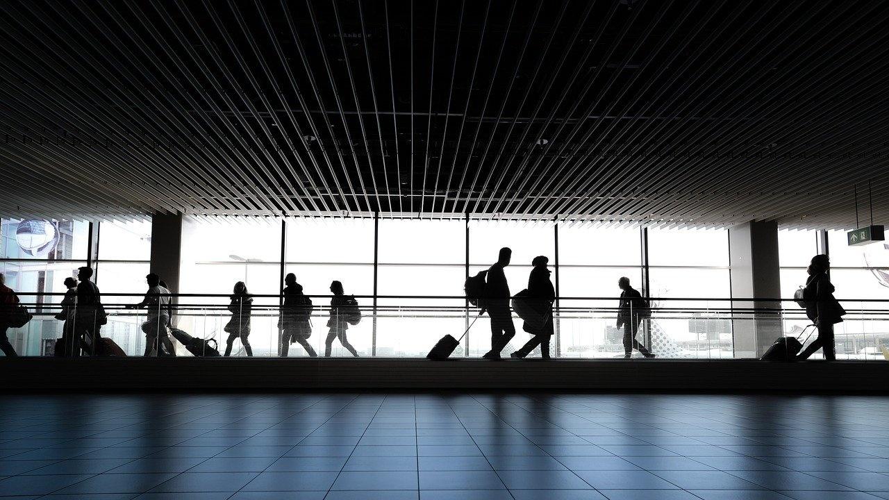 МВнР: Ваксинираните срещу COVID-19 не са освободени от тест преди пътуване от България до Англия и Шотландия