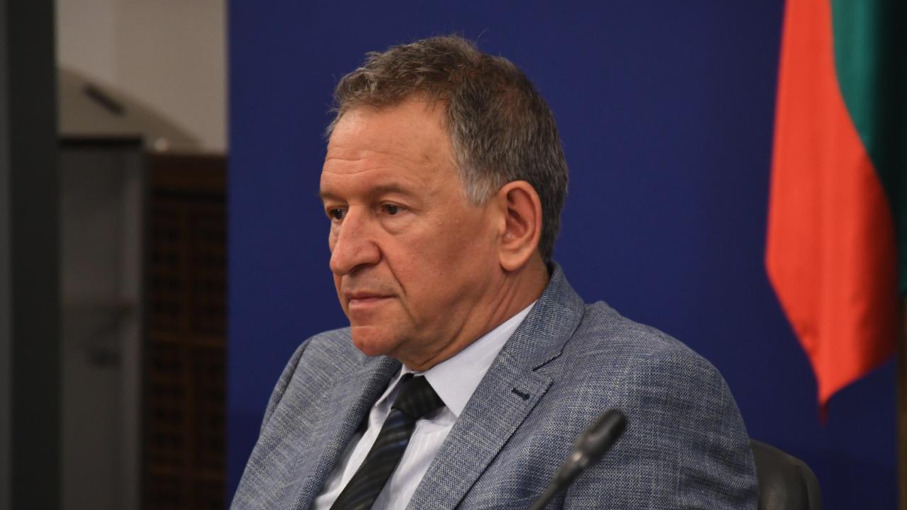Богомил Бонев към здравния министър Кацаров: Заминавай да си платиш изследванията