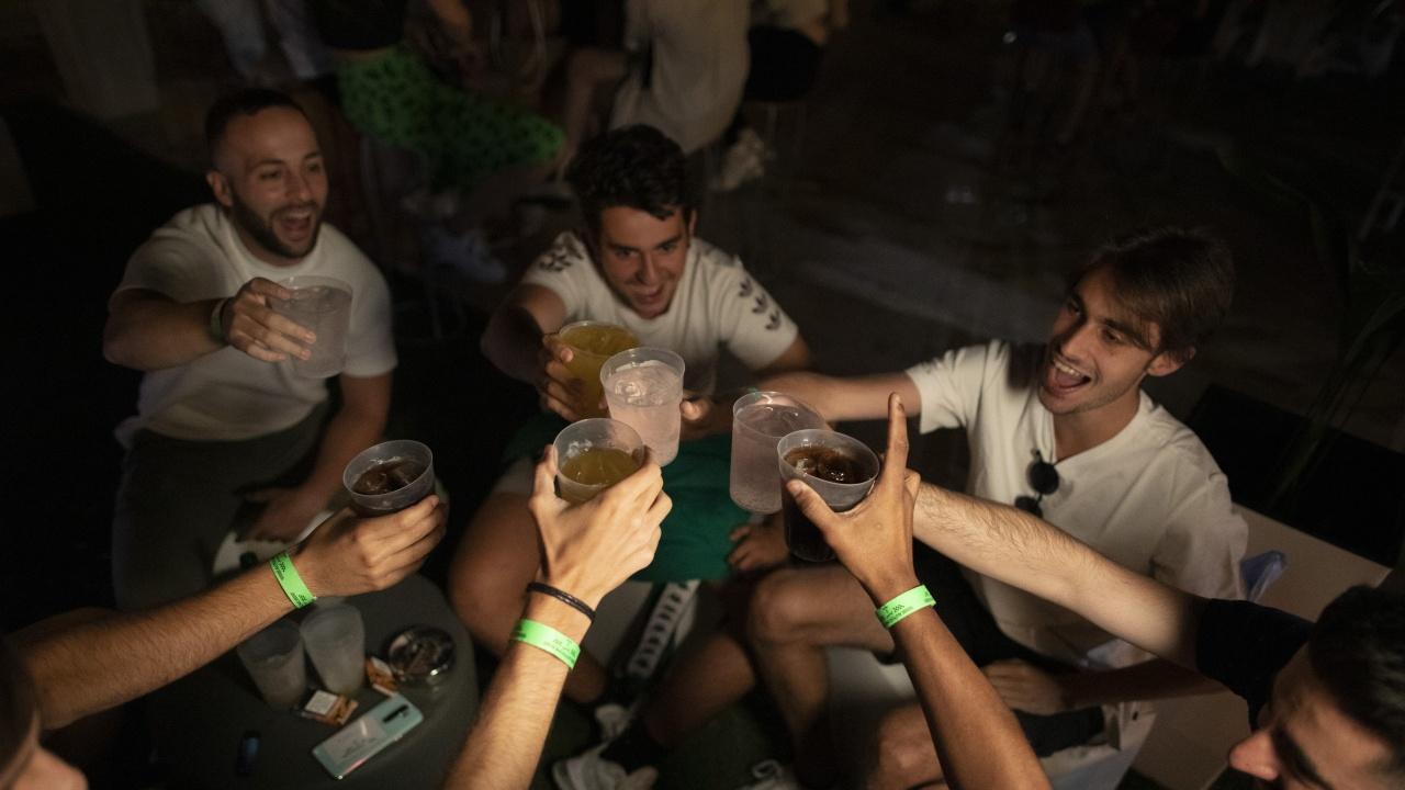 Хиляди в Испания отказаха да спазят вечерния час