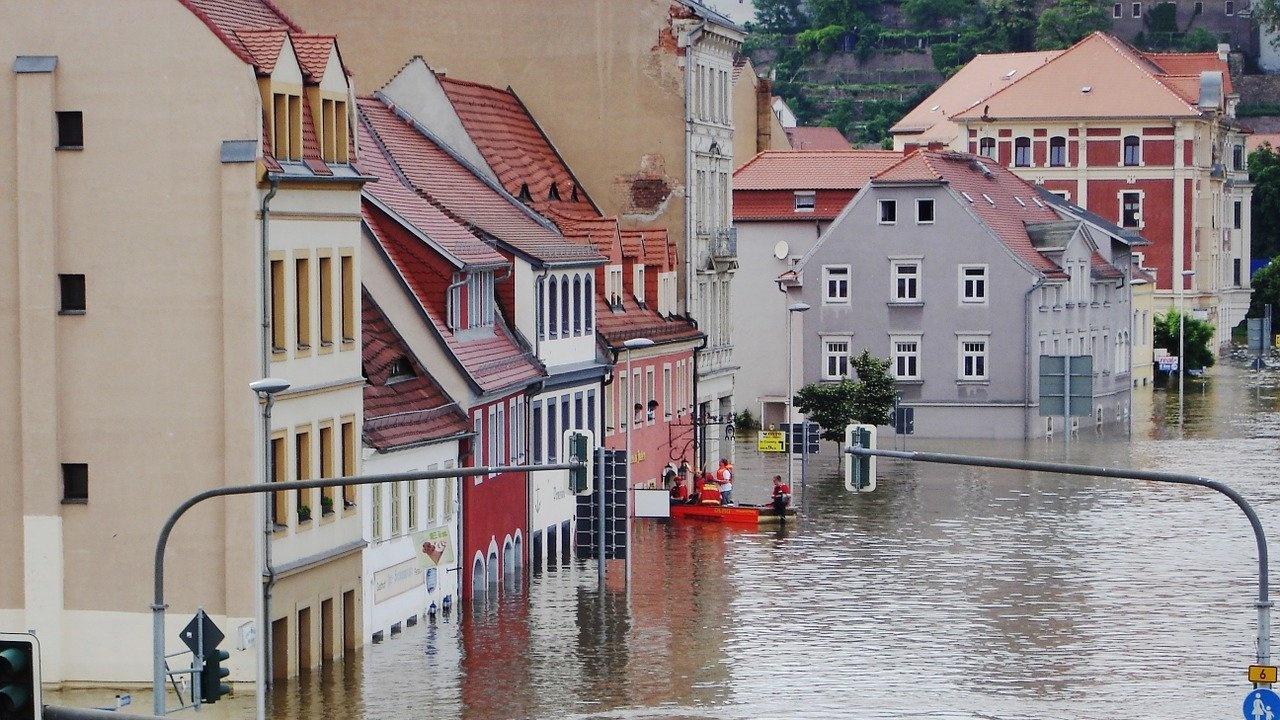 В югоизточната част на провинция Бавария е обявен режим на извънредно положение заради наводненията