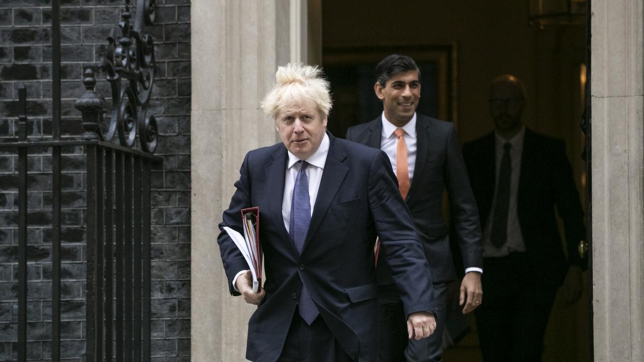Британският премиер и министърът на финансите са били в контакт със заразен с коронавирус и ще се самоизолират