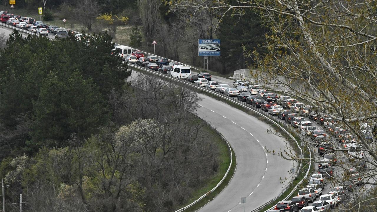 До 22-ри юли движението по път I-6 при входа на Бургас ще е двупосочно в платното за София