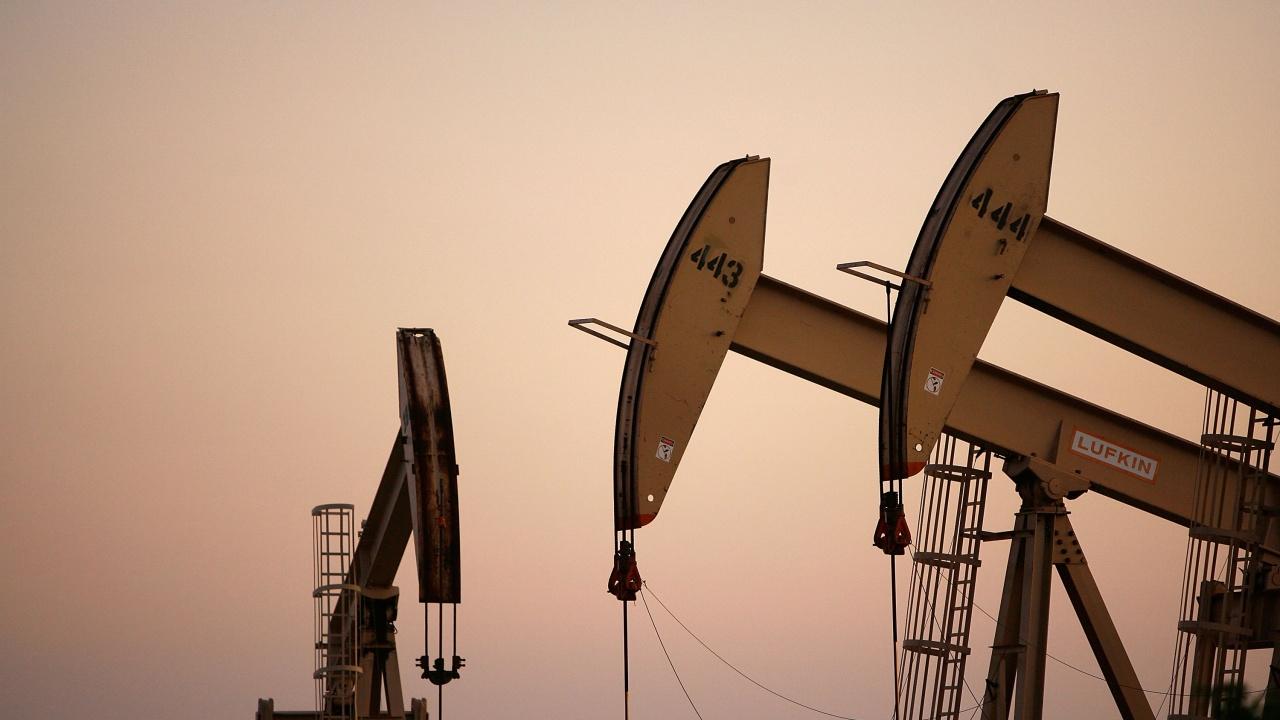 Страните от ОПЕК+ се споразумяха от следващия месец да увеличат добива на петрол