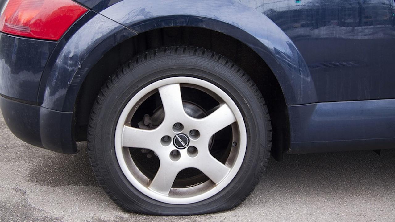 Надупчиха гумите на депутат от ИТН в Свищов