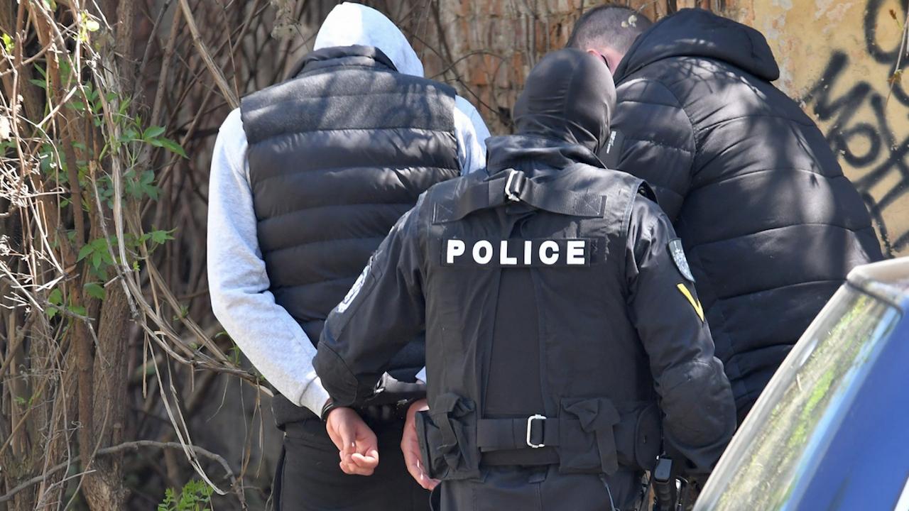 Специализирана полицейска акция тече в Бургас