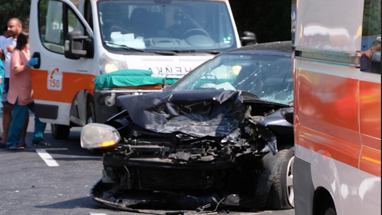 Двама загинаха при тежка катастрофа на Подбалканския път