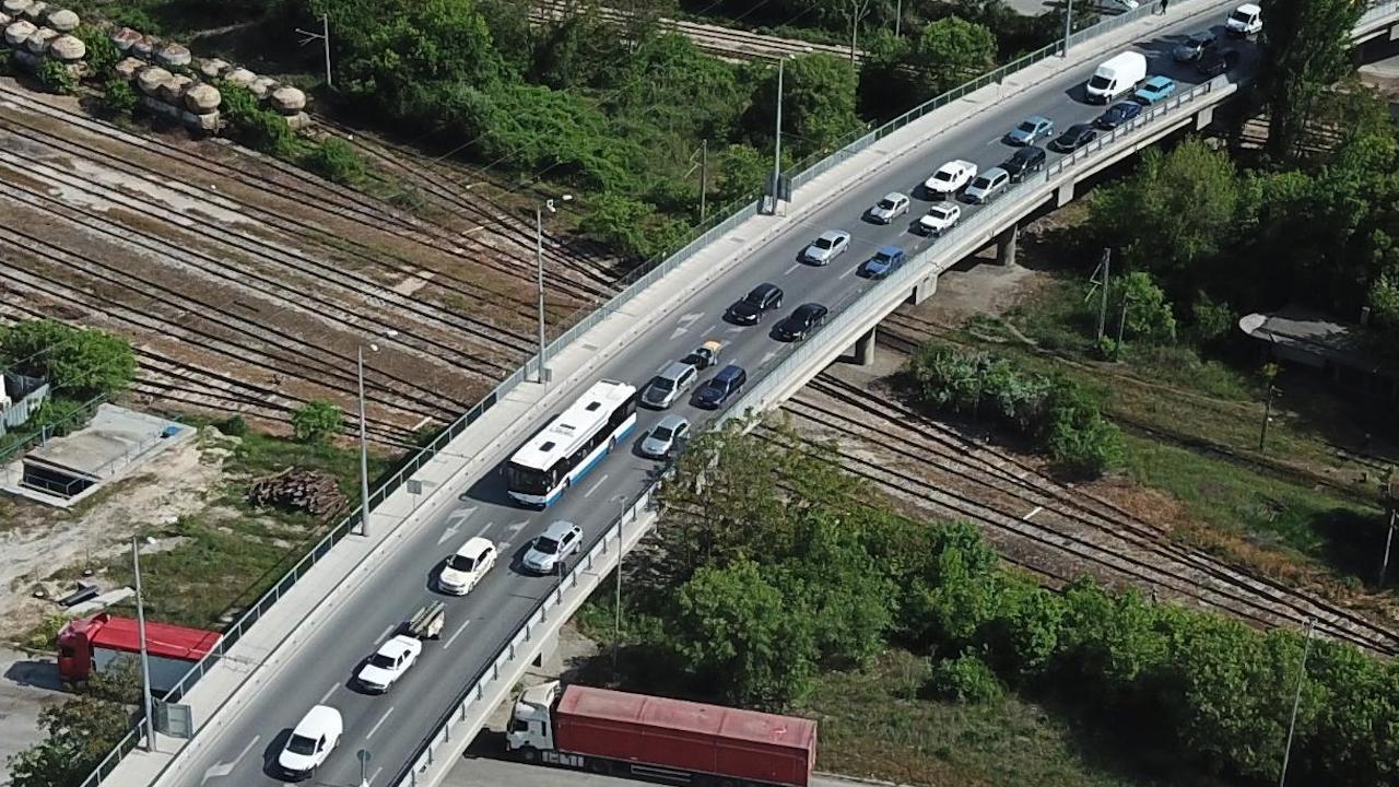 """Струпване на автомобили по границата със Сърбия и ограничения по АМ """"Европа"""""""