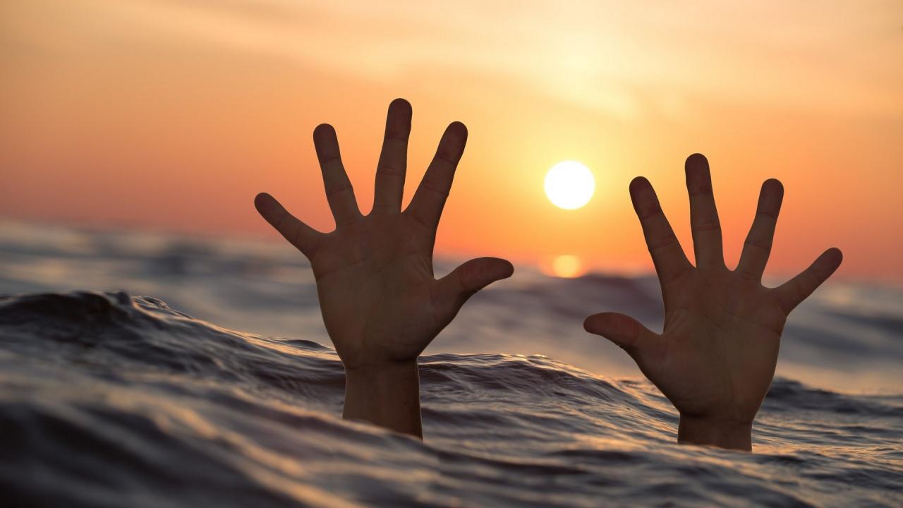 Мъж отиде на плаж със семейството си в Поморие, удави се