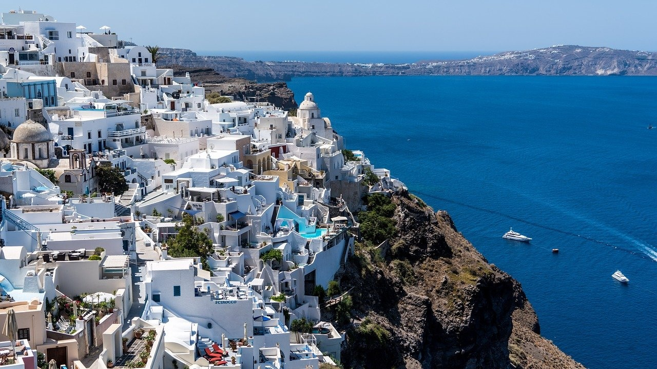Още гръцки острови са под риск от строги противоепидемични мерки