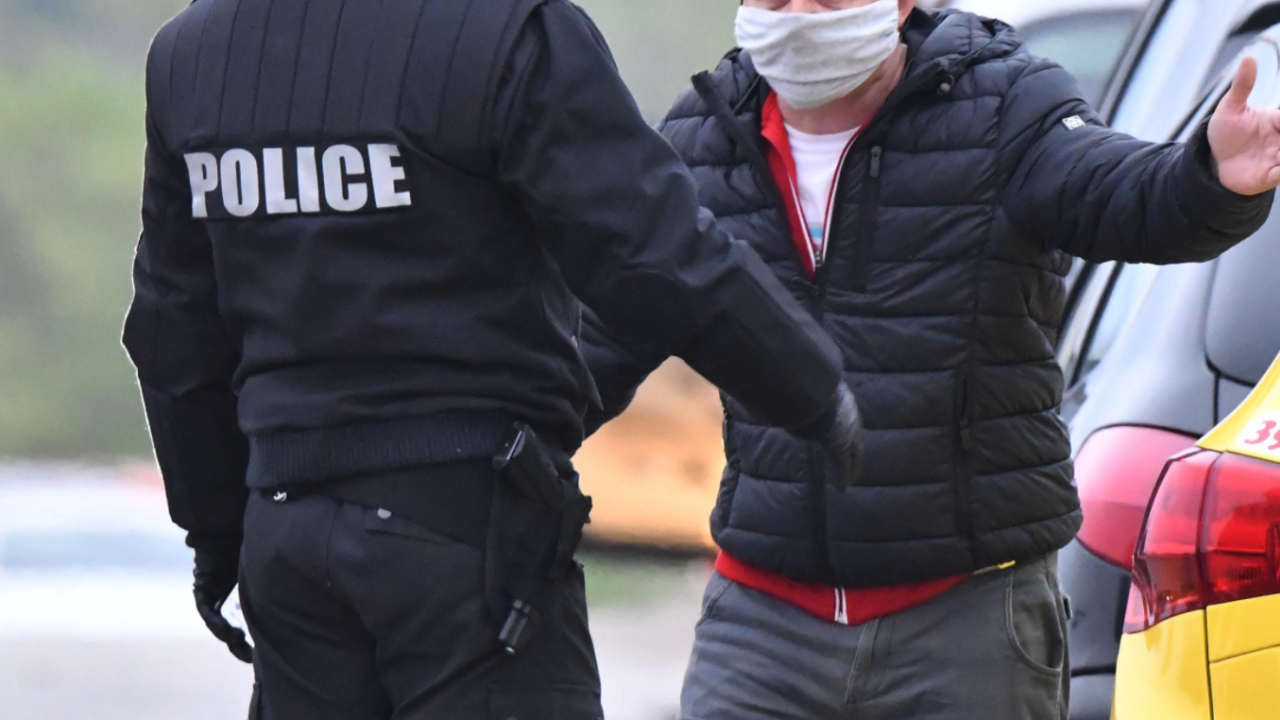 Домашен насилник опита да посегне и на полицай